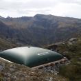 Citerne souple pour la récupération de l'eau d'une source en montagne